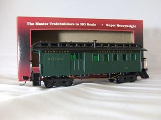 マンチュアの150mm長の古典客車 1,580円